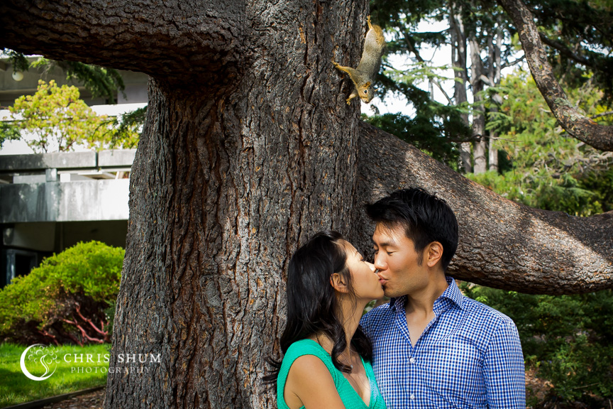san-francisco-wedding-photographer-Engagement-session-UC-Berkeley-squirrel-photobomb
