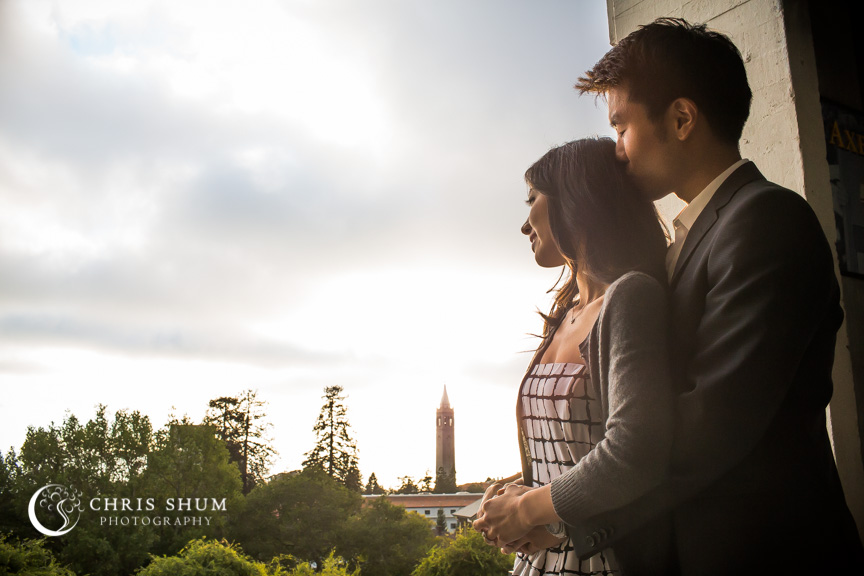 san-francisco-wedding-photographer-Engagement-session-UC-Berkeley-watching-sunset-at-Memorial-Stadium